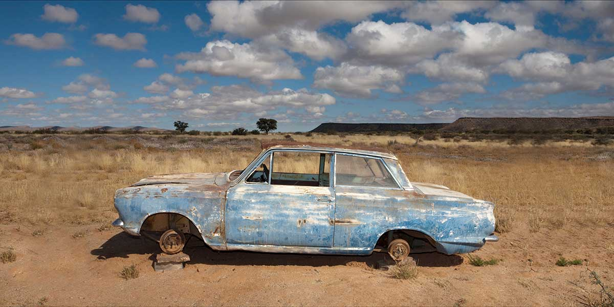 Image of abandoned car without tires